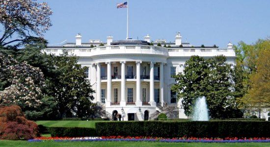 Casa Branca projeta 100 mil mortes por Covid-19