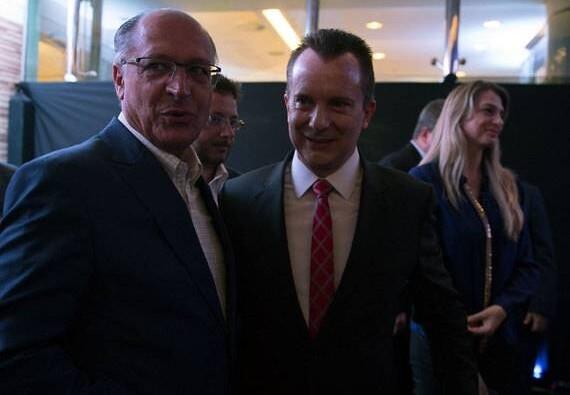 O governador de São Paulo Geraldo Alckmin ao lado do apresentador e deputado federal Celso Russomanno