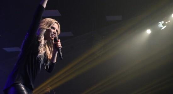 Marine Friesen fez gravação ao vivo na Igreja Batista Atitude