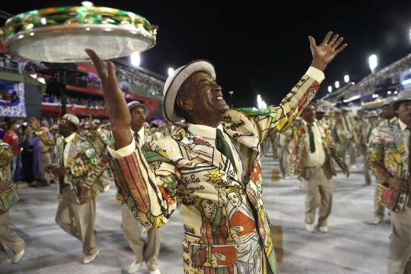 Mangueira desrespeita fé cristã em desfile de carnaval