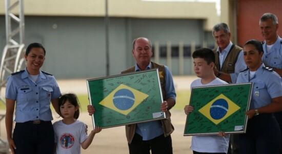 Brasileiros deixam quarentena em Goiás após duas semanas