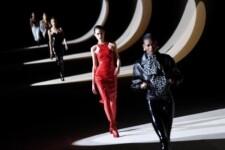 Desfile da grife Yves Saint Laurent, na Semana de Moda em Paris