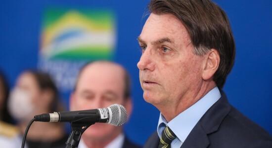 Bolsonaro questiona futuro da economia diante de isolamento